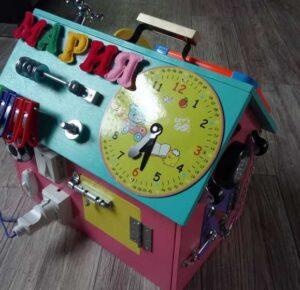 Бизиборд своими руками: делаем для мальчиков и девочек развивающие интересные доски из разных материалов