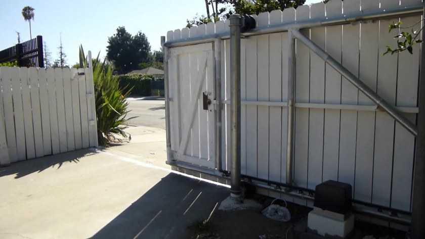 Откатные ворота на даче своими руками: варианты материалов сооружения, подготовка территории + поэтапная инструкция по работе своими руками